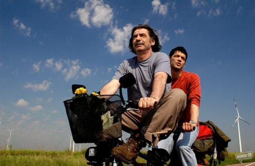 Cine: El mundo es grande y la salvacion se encuentra a la vuelta de la esquina