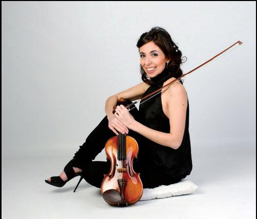 Paula Martínez acompañada al piano por Marco Fatichenti