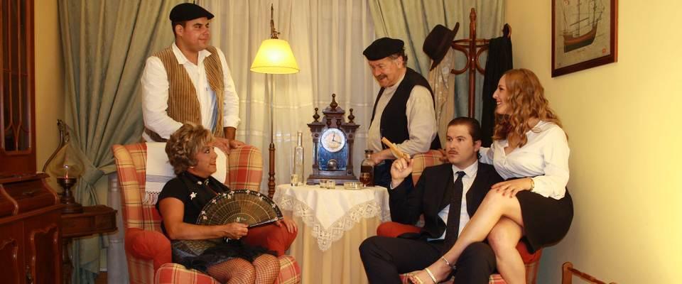 Teatro. La Farola de Gijón: La Maxa de la primera vez